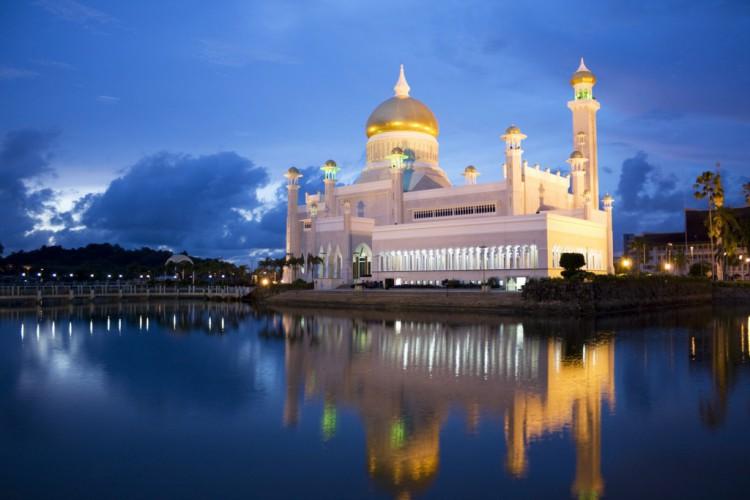Sultan-Omar-Ali-Saifudin-Mosque